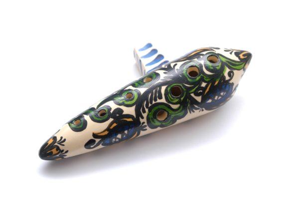 hliněná lidová píšťala okarína - lidový hudební nástroj