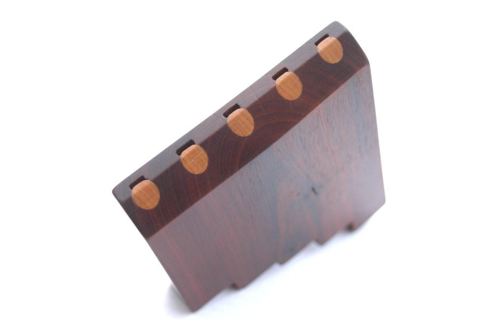 pětitónová píšťalka ze švestkového dřeva zvaná moldánky - lidový hudební nástroj